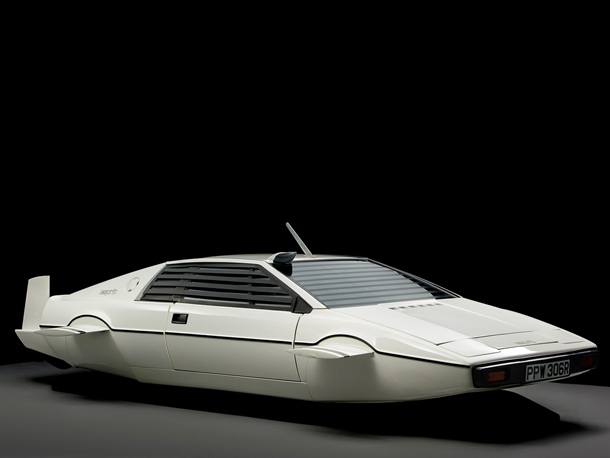 Lotus_Esprit_James_Bond_007_0
