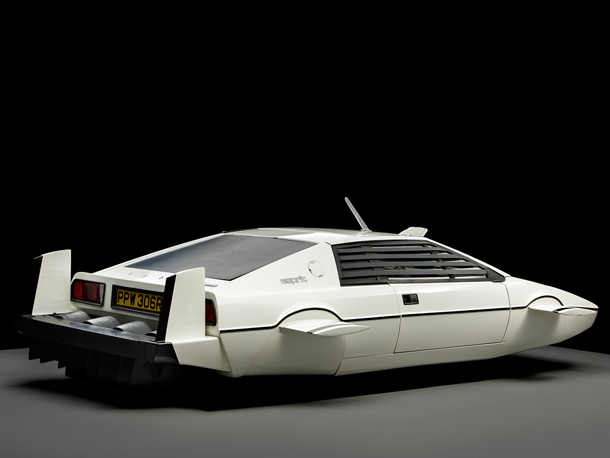 Lotus_Esprit_James_Bond_007_1