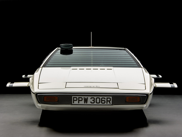 Lotus_Esprit_James_Bond_007_3