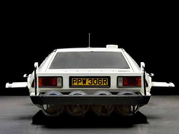 Lotus_Esprit_James_Bond_007_4