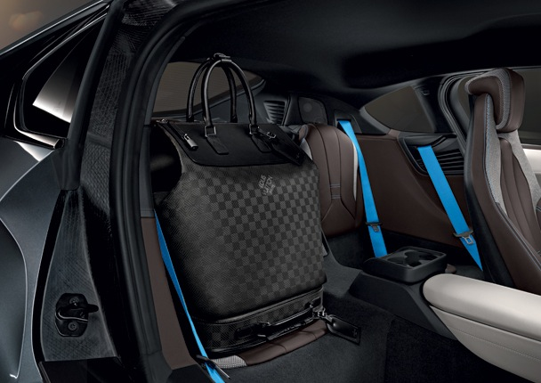 bagages-louis-vuitton-bmw-i8-ecurie-2