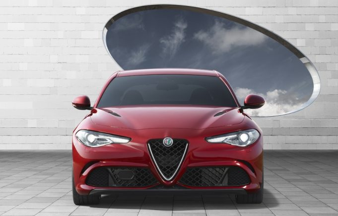 photos et vid os de l 39 alfa rom o giulia quadrifoglio. Black Bedroom Furniture Sets. Home Design Ideas