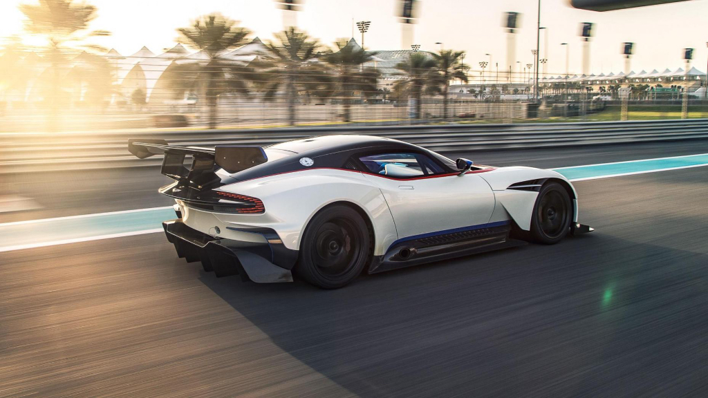 top gear teste l 39 aston martin vulcan sur circuit on. Black Bedroom Furniture Sets. Home Design Ideas