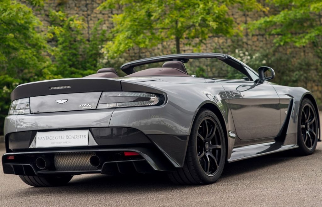 mod le unique aston martin vantage gt12 roadster. Black Bedroom Furniture Sets. Home Design Ideas